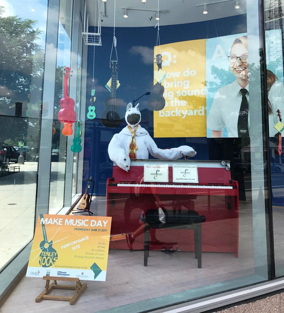 Best Buy window display